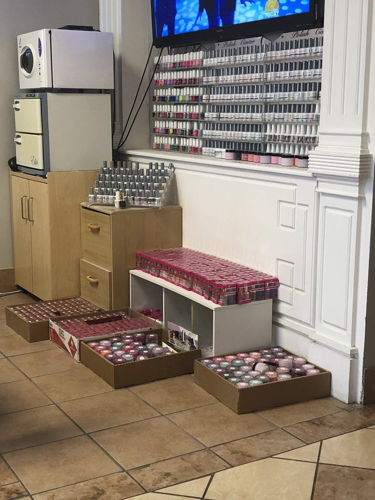 US Nails: 640 US Hwy 31 S, Greenwood, IN