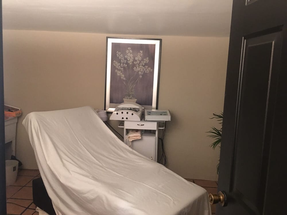 Spa by Laura: 100 N Forest Ave, Hartwell, GA