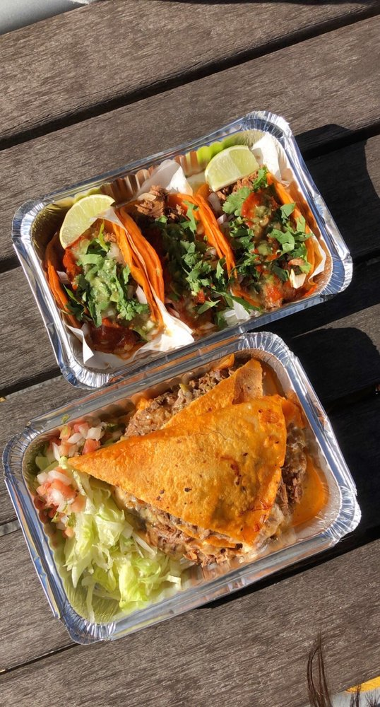 Food from Chinelos Tacos NYC