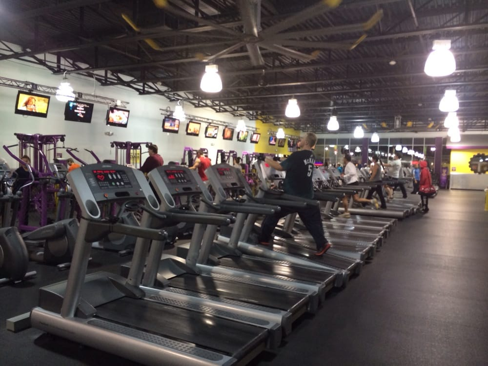 Planet Fitness: 21B Gateway Shopping Ctr, Edwardsville, PA