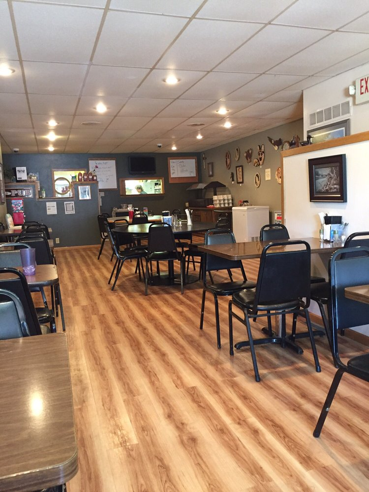 Riverview Cafe: 202 S Cherry St, Shell Rock, IA