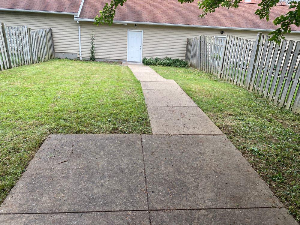 Clean Air Lawn Care: Saint Louis, MO