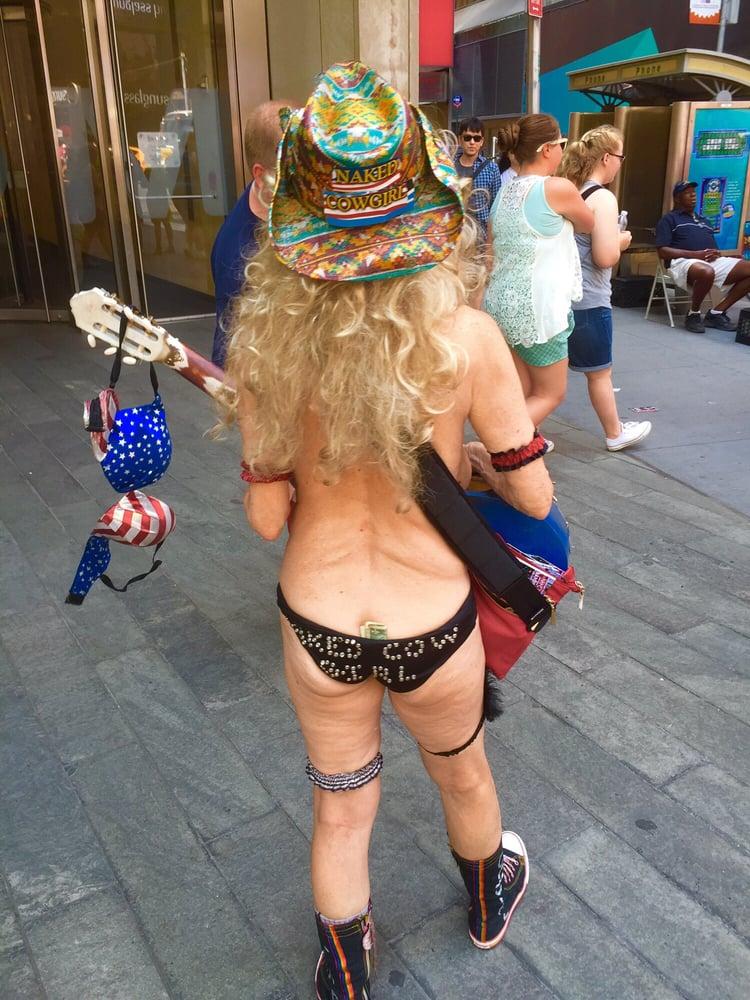 naked-girl-cowboy
