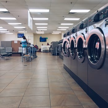 laundromats open on christmas day atlanta