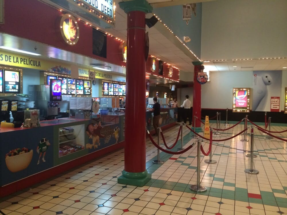 Caribbean Cinemas: Western Plaza Shopping Center, Mayagüez, PR