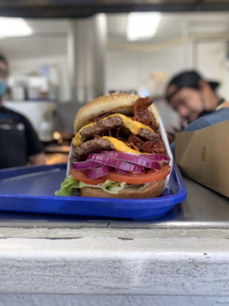 Burger Barn: 152 Main St, Bridgeport, CA