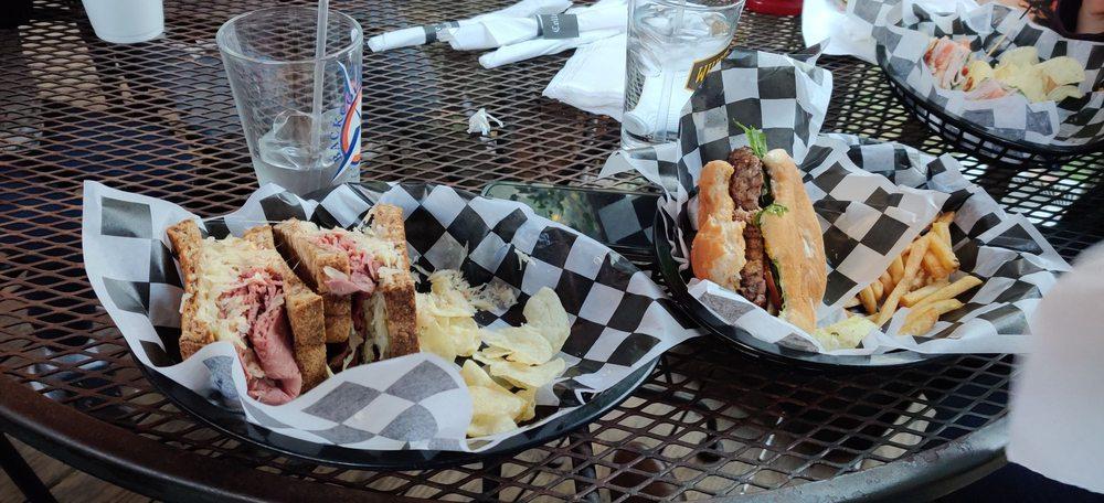 College Street Pub: 210 N College St, Waxahachie, TX