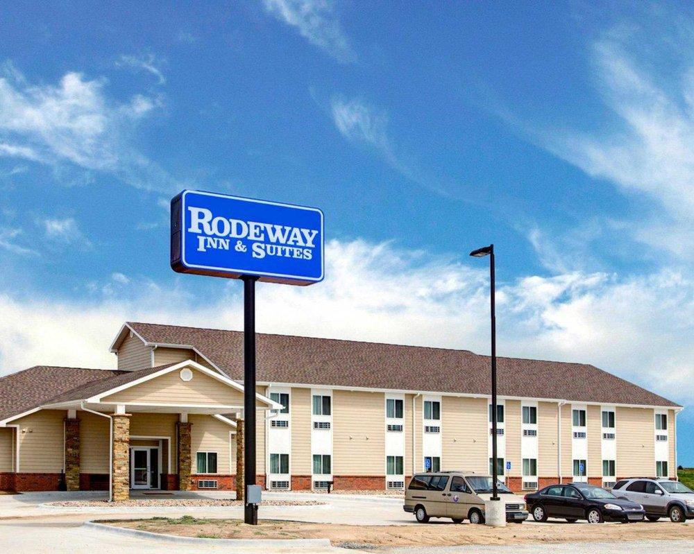 Rodeway Inn & Suites: 130 East US Hwy 36, Phillipsburg, KS