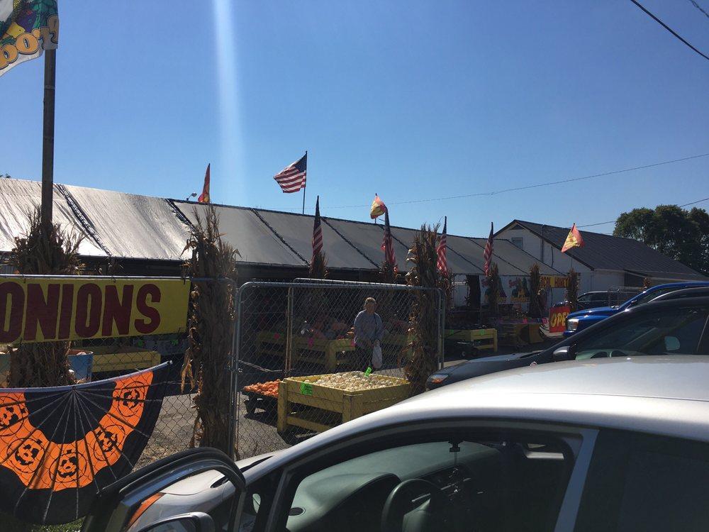 Bambis Farm Market: 11276 U S 62, Orient, OH