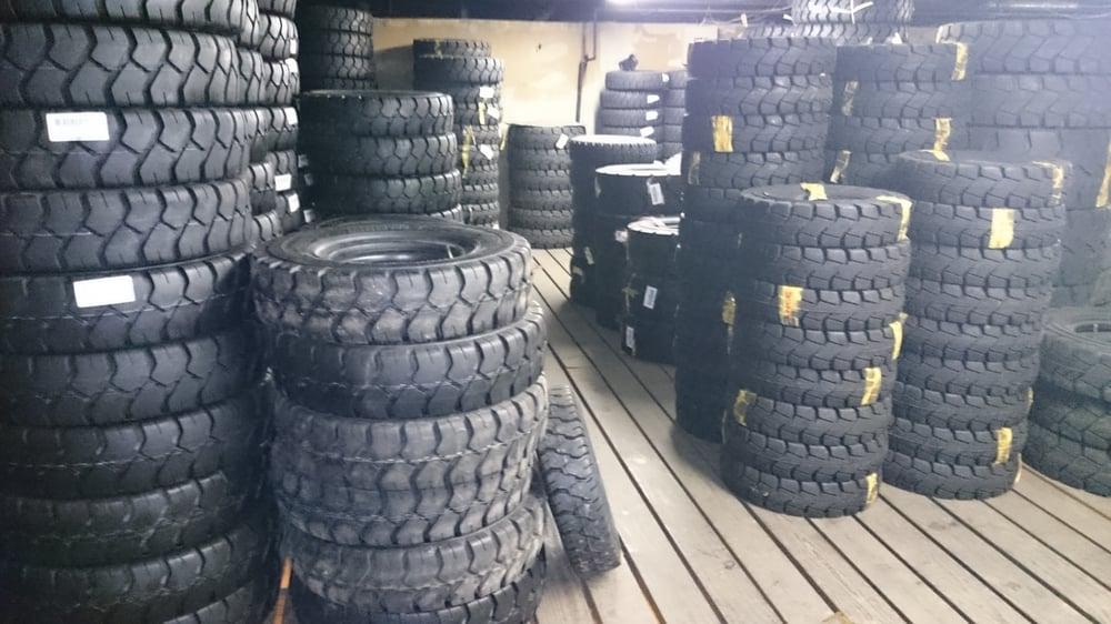 Wedge Tire & Auto: 2011 N Broadway, Saint Louis, MO