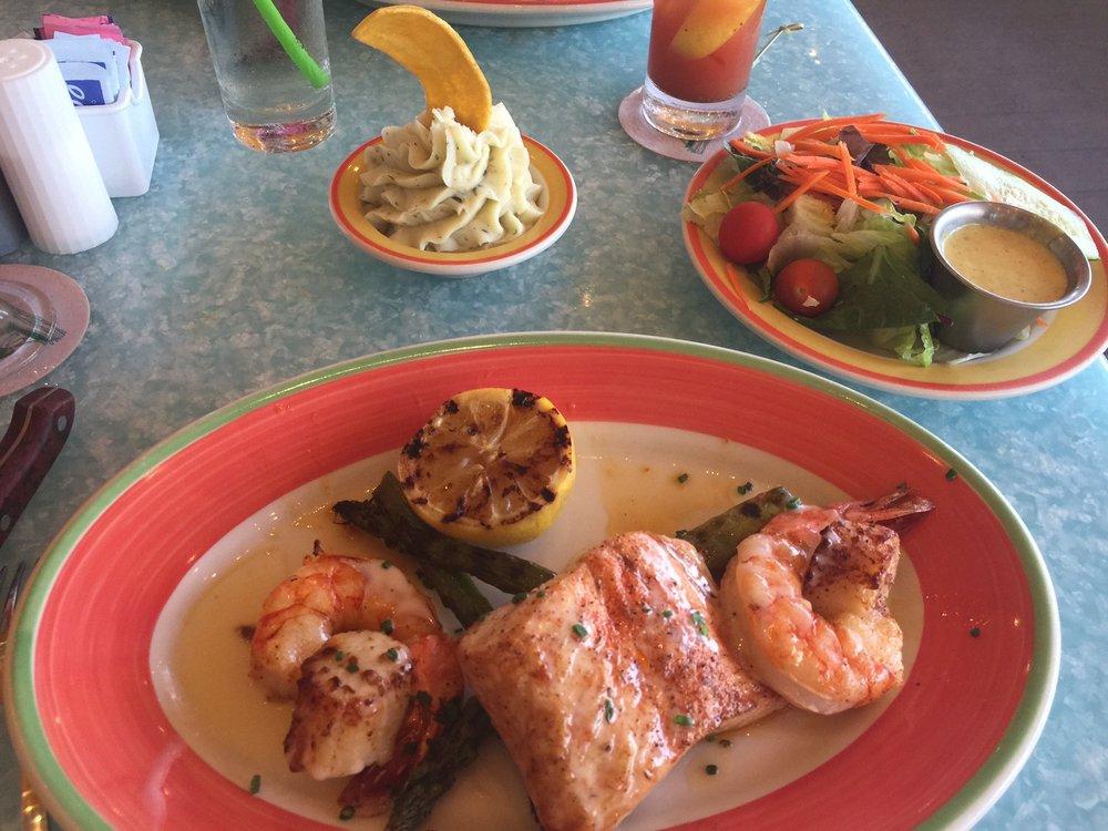 Banana Boat Restaurant & Lounge: 739 E Ocean Ave, Boynton Beach, FL