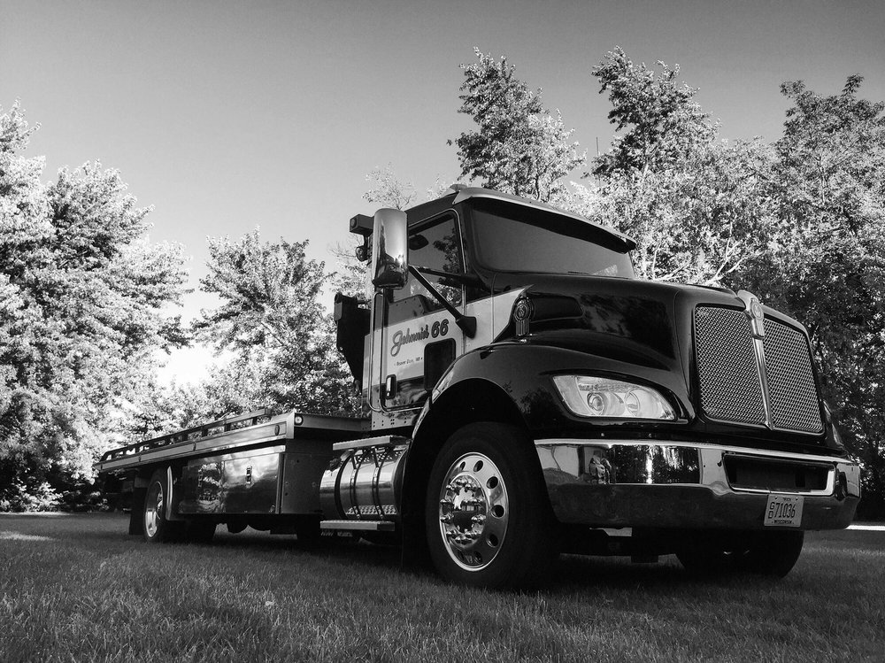 Johnnie's 66 & 24 Hour Towing: 214 N Center St, Beaver Dam, WI
