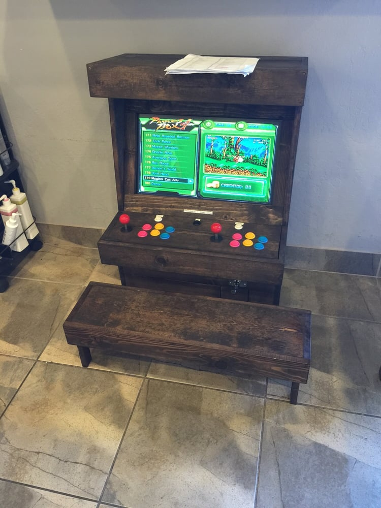 The owner programmed his own game box, filled with over 600