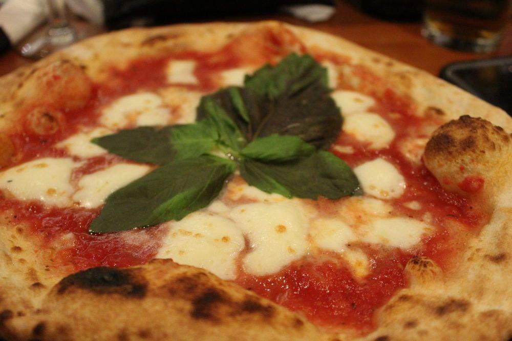 Apizza Di Napoli: 740 Silver Bluff Rd, Aiken, SC