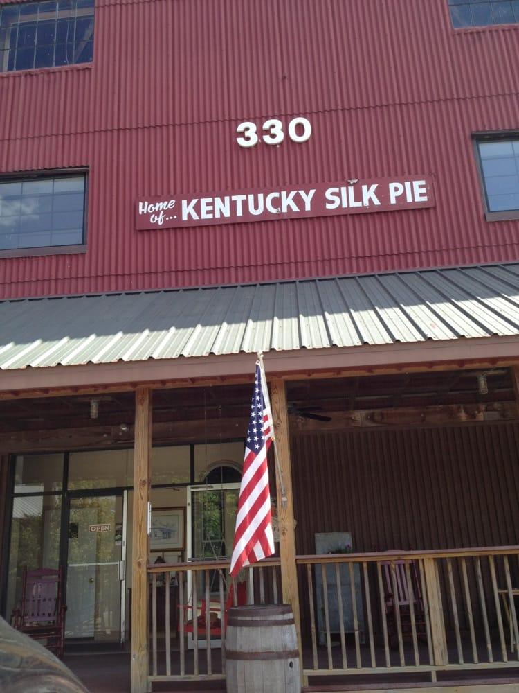 Kentucky Silk Pie: 330 S Gratz St, Midway, KY
