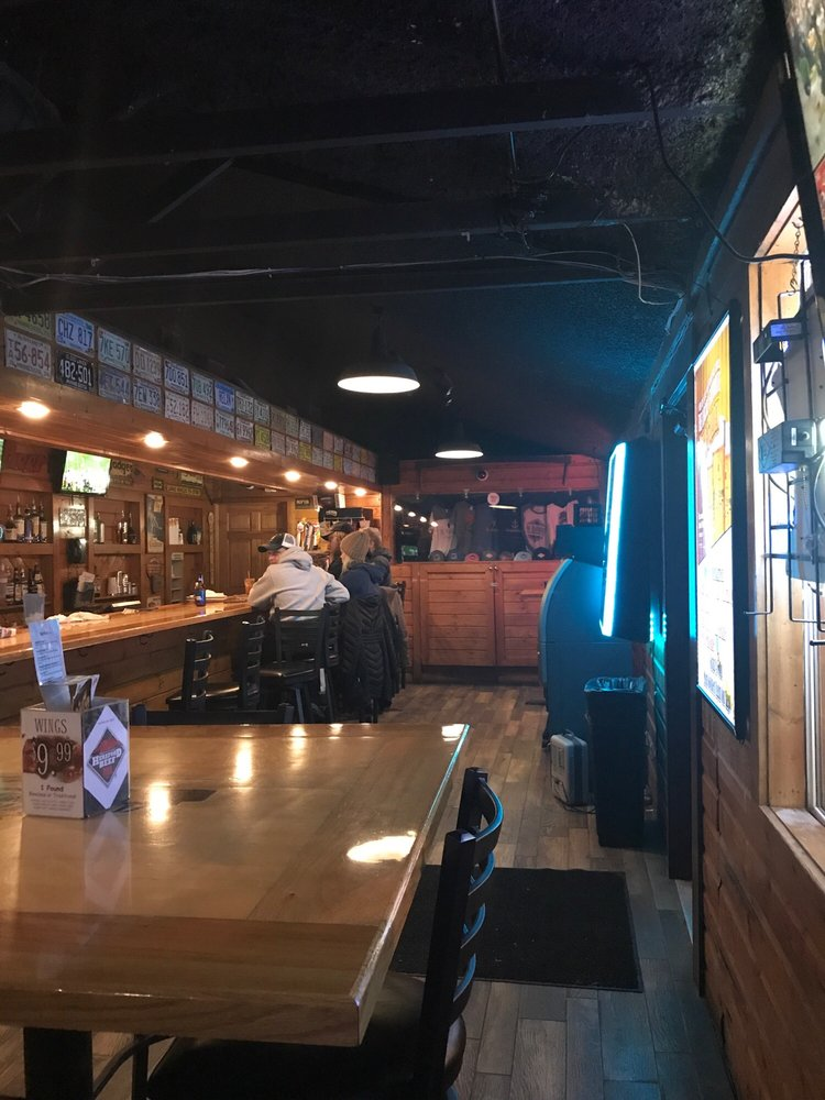 Roadhouse Bar & Grill: 11740 County Hwy 5, Lake Park, MN