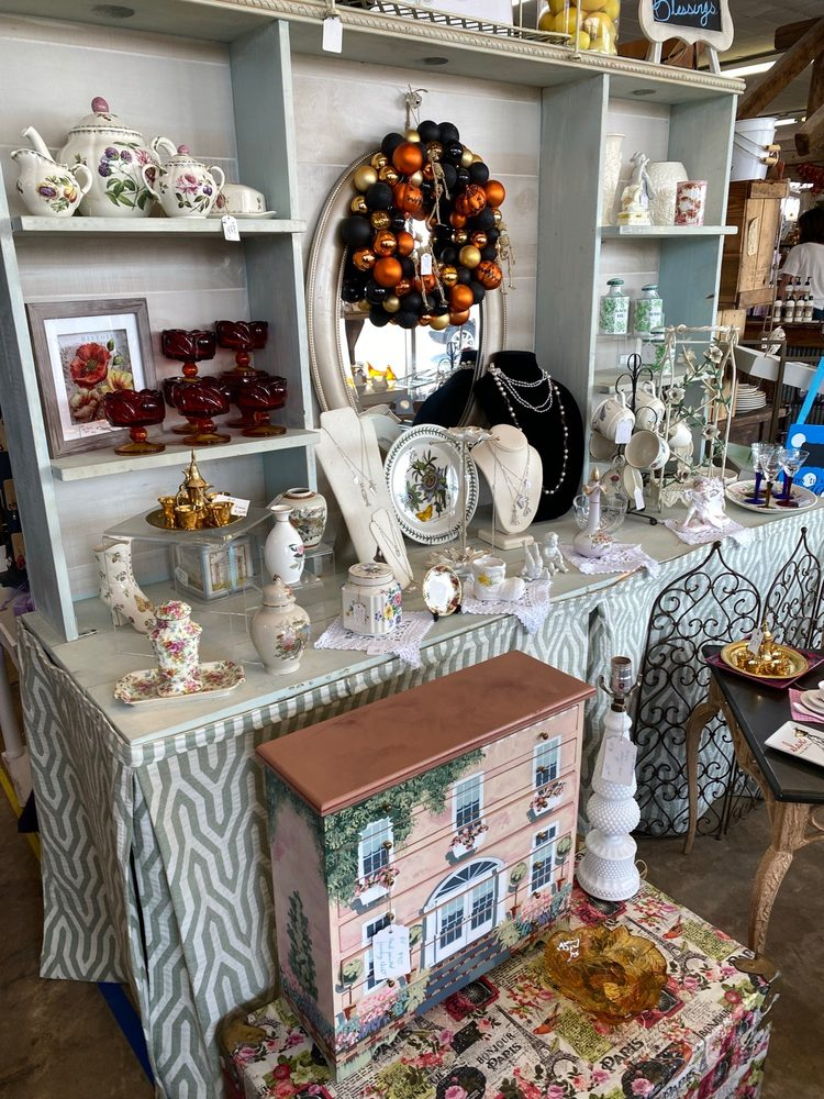 Georgie Jane's Antiques and Gifts: 1865 Warren C Coleman Blvd, Concord, NC