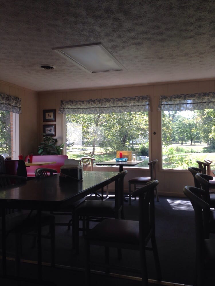 Rampley's Creekside Restaurant: 6853 Cave Spring Rd SW, Cave Spring, GA