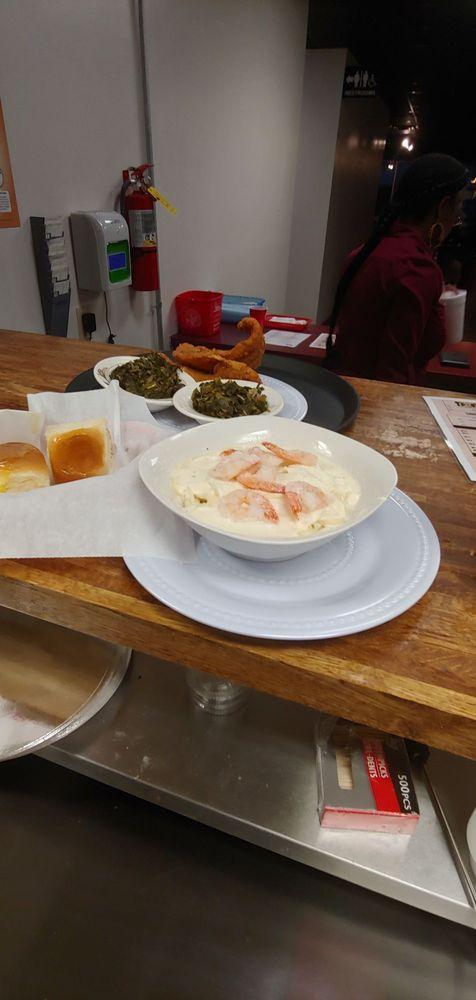 Britt's Eat On the Go: 118 Jarratt Ave, Jarratt, VA
