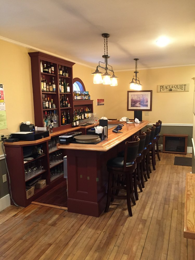 Parsons Street - Luxury Suites & Fine Dining: 1 High St, Colebrook, NH