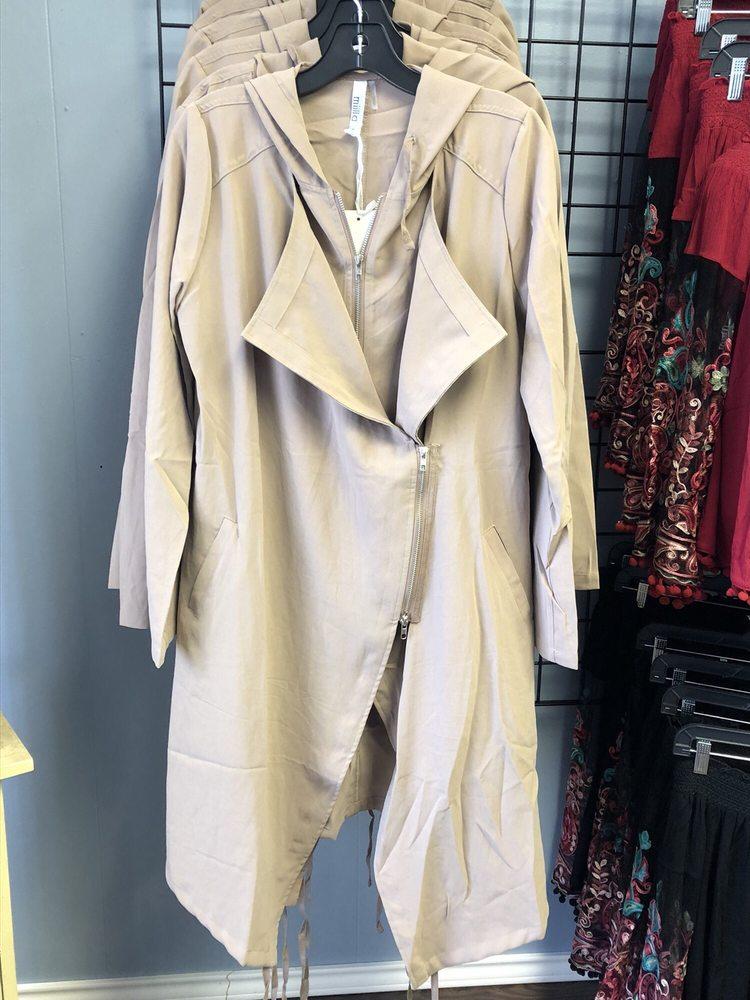 Inspiration Nail Salon & Boutique: 809 Buchanan Dr, Burnet, TX