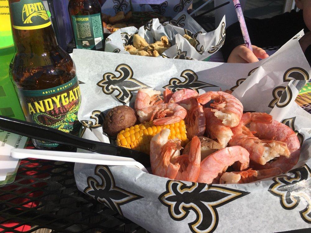 DaBayou Bar & Grill: 2411 Beachview Dr, Ocean Springs, MS