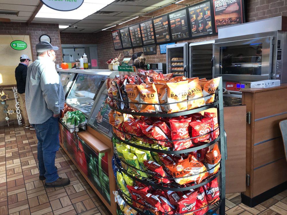 Subway Restaurants: 2322 Dahlke Ave, Auburn, NE