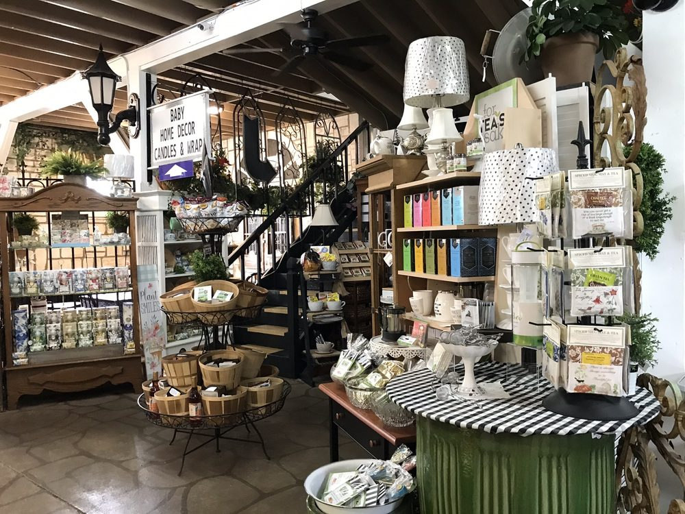 Ruthie's Antiques and Furniture: 65 W Fifth St, Crossville, TN