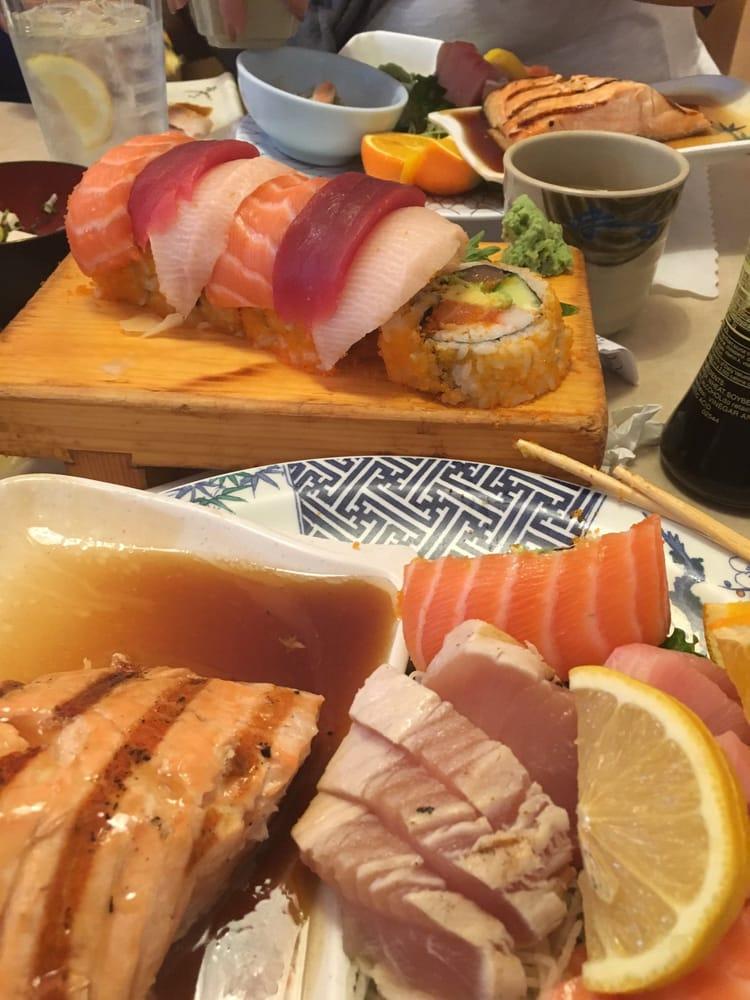 Rainbow roll and sashimi combo yelp for Akasaka japanese cuisine