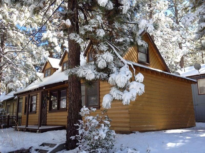 Cozy Corner Cabin Closed Holiday Rentals 669 Main St
