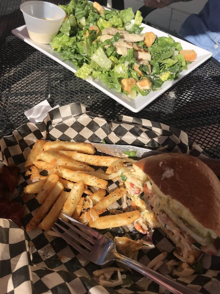 Lakeside Bar & Grill at Gateway Marina: 250 W Harrison St, Harrison, ID