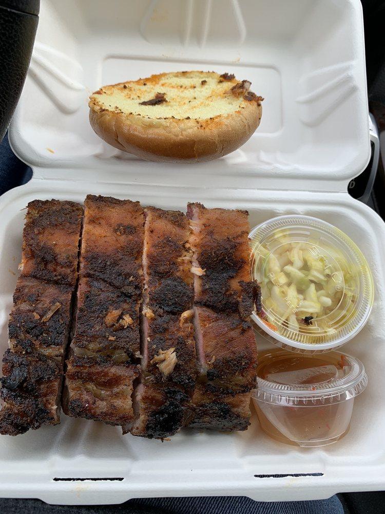 Porkey's BBQ: 5482 Southern Maryland Blvd, Lothian, MD