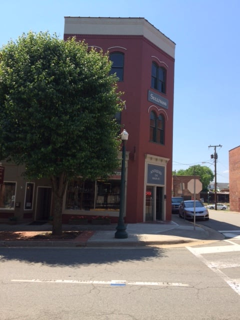 Virginia Primitive Antiques: 234 Main St, South Boston, VA