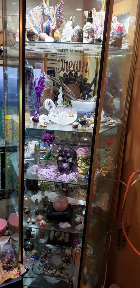 Peabody's Paradise Crystals: 4432 Avalon Blvd, Milton, FL