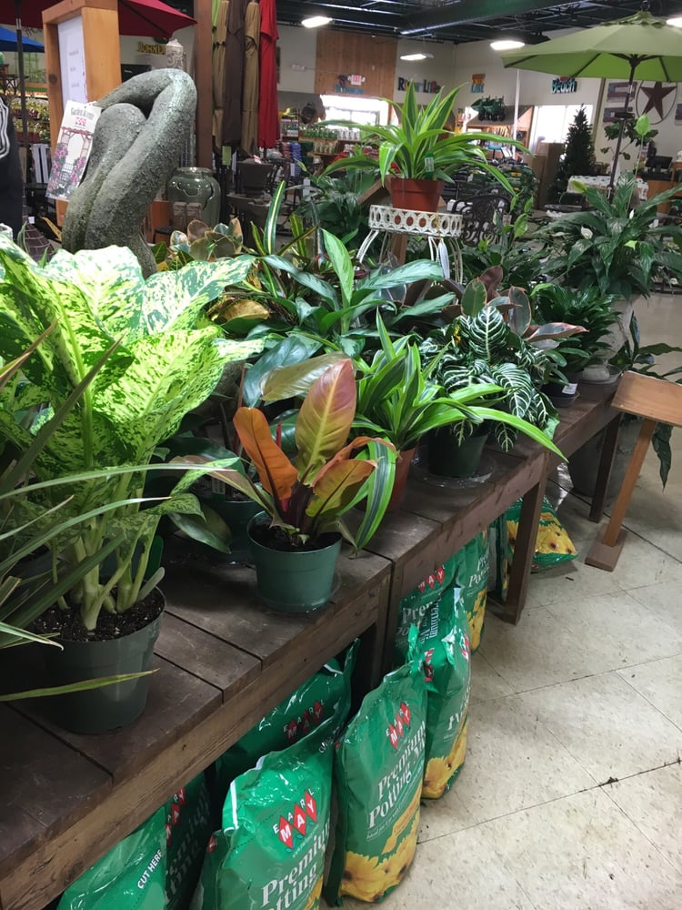 Earl May Nursery Garden Center Gardening Centres 1845 22nd St West Des Moines Ia