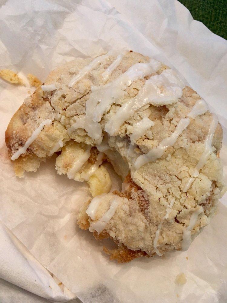 Nonie's Bakery & Cafe: 522 Clark St, North Utica, IL