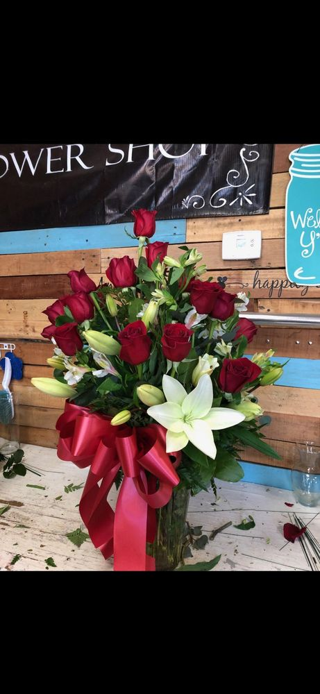 Victoria's Flower Shop: 1074 E Cole Rd, Calexico, CA
