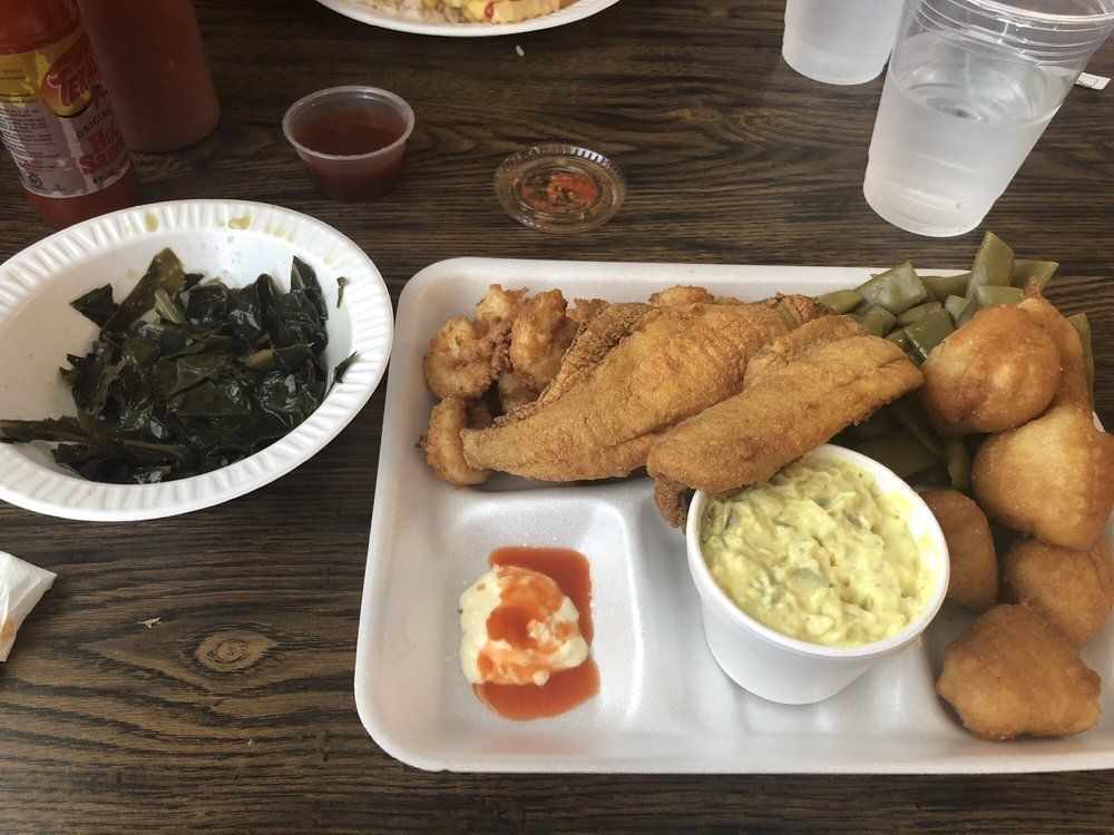 David Truluck Fish & BBQ: 201 E Smith St, Timmonsville, SC