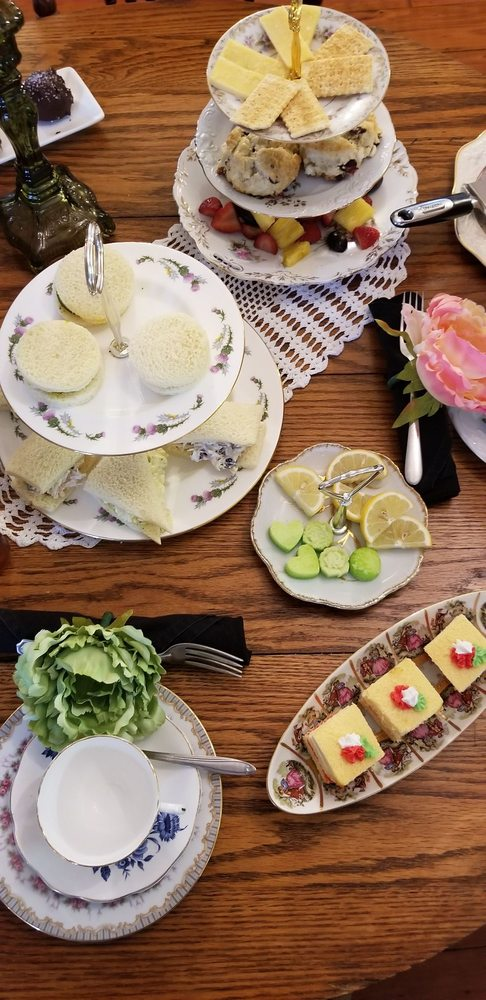 Sweeties' Cafe and Bakery: 20789 Walnut St, Dunnellon, FL