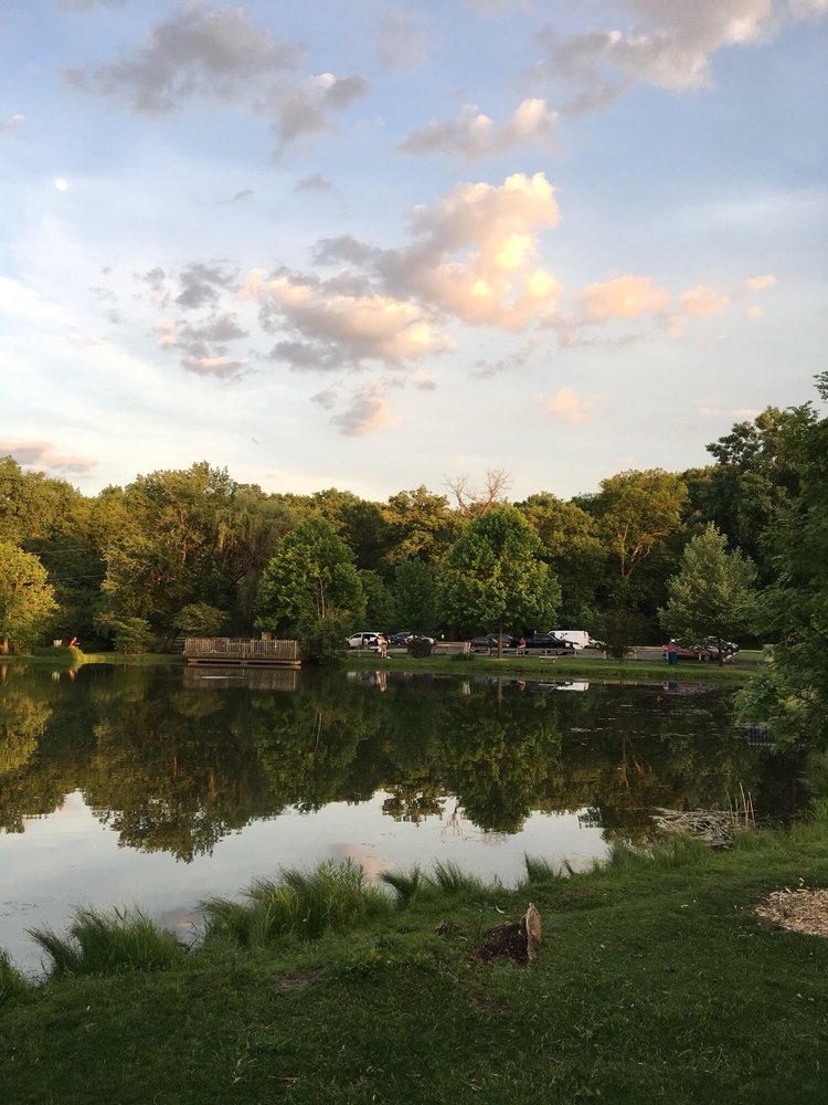 Hidden Lakes Historic Trout Farm: 425 Trout Farm Rd, Bolingbrook, IL