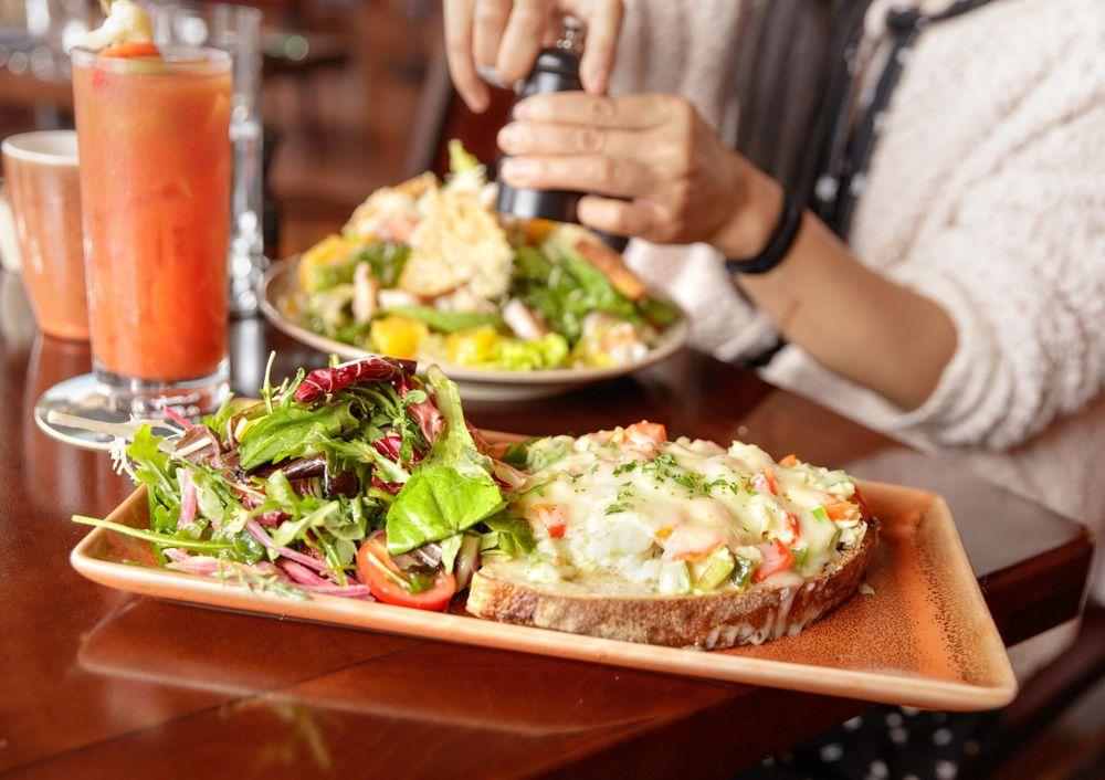 Noyo Harbor Inn Restaurant & Tavern: 500 Casa Del Noyo, Fort Bragg, CA