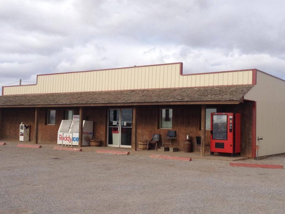 B&R Lunchstop: Hwy 58 & Main, Byron, OK