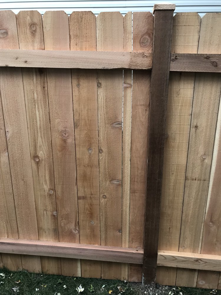 Link-n-Wood Fence: 270 S Lake St, Grayslake, IL