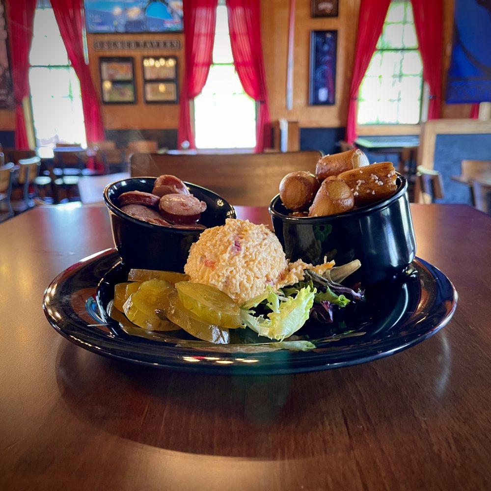 Dogmud Tavern: 681 S Pear Orchard Rd, Ridgeland, MS