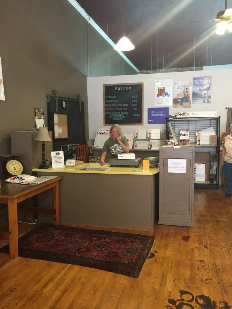 Colfax Package & Parcel: 213 N Main St, Colfax, WA