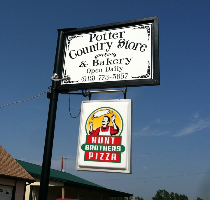 Potter Country Store & Bakery: 520 Rawlins Rd, Atchison, KS