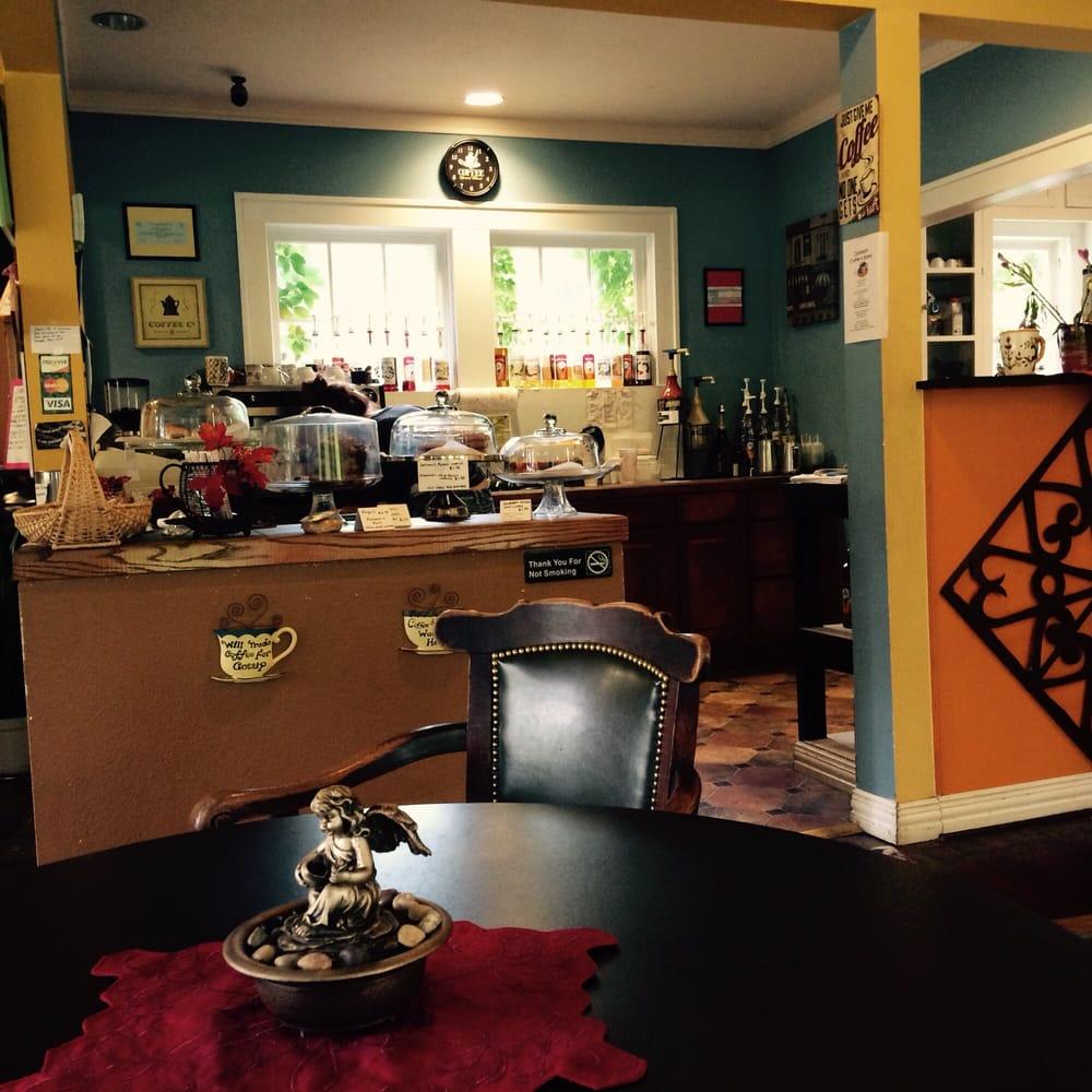 Callaways Coffee & Bistro: 613 S Prairieville St, Athens, TX