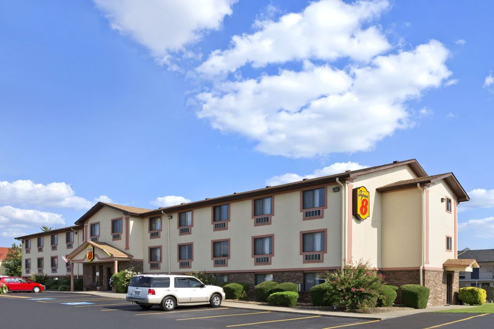 Super 8 by Wyndham Russellville: 2404 N Arkansas Ave, Russellville, AR