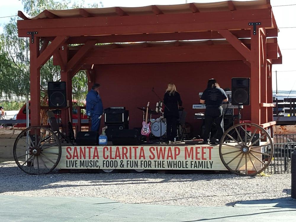 santa clarita swap meet hours in bakersfield