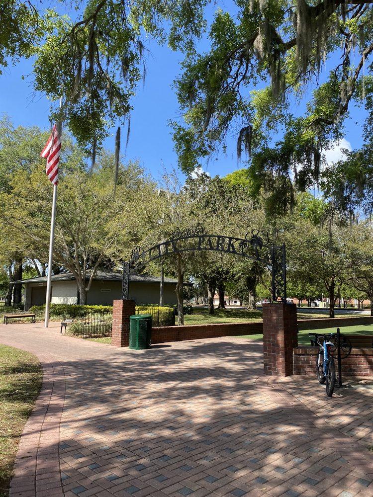 Downtown City Park: 200 E Park St, Auburndale, FL